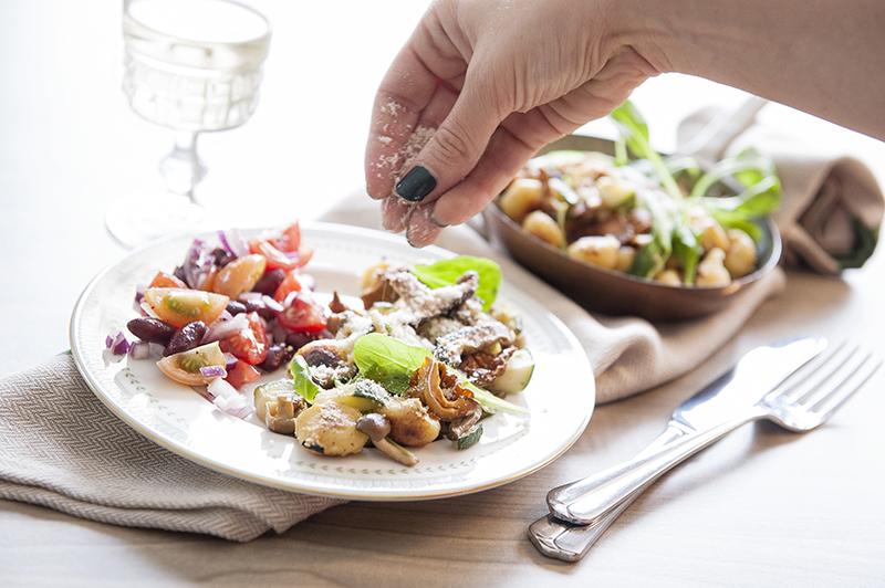 Gnocchi met een herfstige saus van paddenstoelen en tijm.